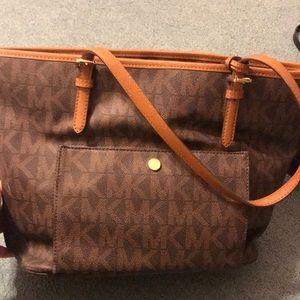 🔥Today only sale 🔥Michael Kors satchel.
